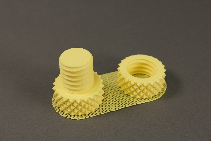 nut and bolt 700x467 5 چیز که از پرینتر سه بعدی باید بدانید